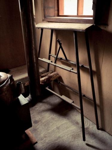 薪棚代わりの脚立