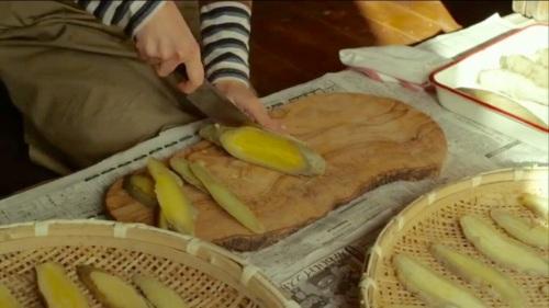 リトルフォレストの干しいもレシピ:縦に1cm幅にスライスする