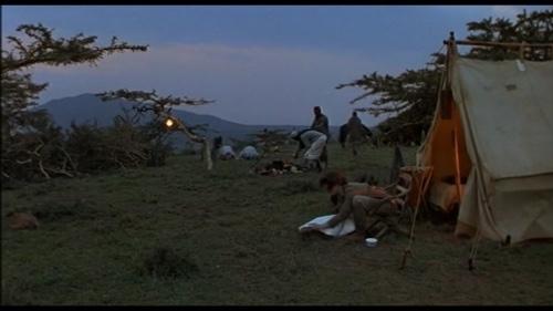 愛と哀しみの果てより、サファリのテント生活