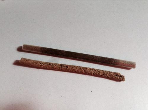 杉線香。乾燥中