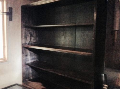 からっぽの食器棚