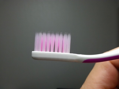 山切りカットの歯ブラシ