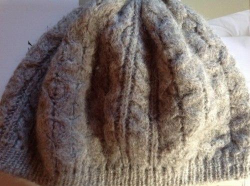 縮んだウールの帽子