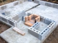基礎工事⑤→風呂トイレ小屋の建設①|風呂桶の搬入と新しい薪風呂について