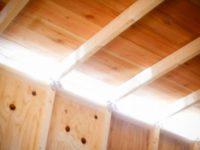 [セルフビルドの小屋][入植15日目] - 屋根下とドア横からの採光取り、断熱材貼り|タイニーハウスの作り方