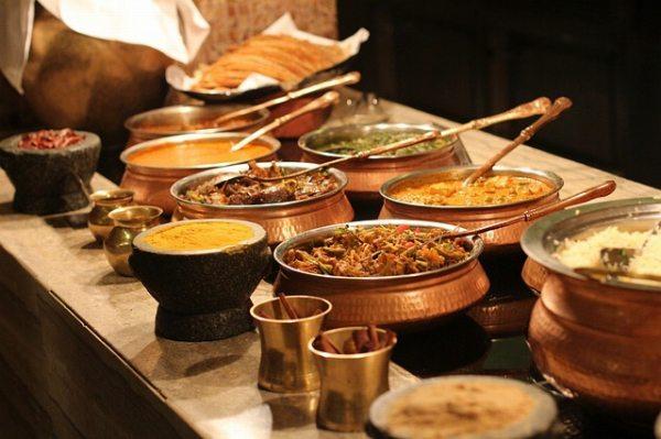 金属製の食器(インド)