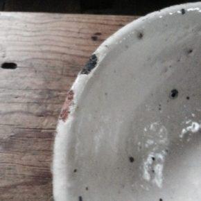 エポキシ+本漆で金継(うつわの欠けの様子)