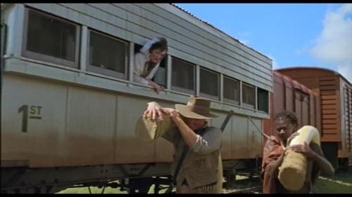 愛と悲しみの果てより、列車