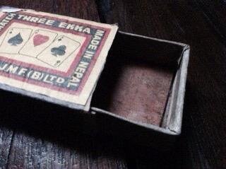 木のマッチ箱