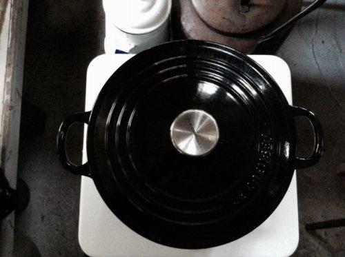 鍋をのせたトヨコンロ
