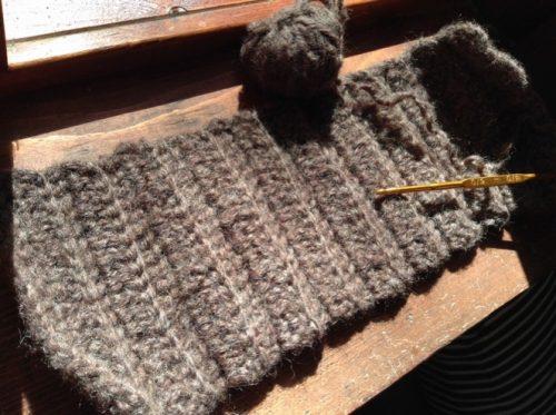 ヘアバンドを編んでいるところ